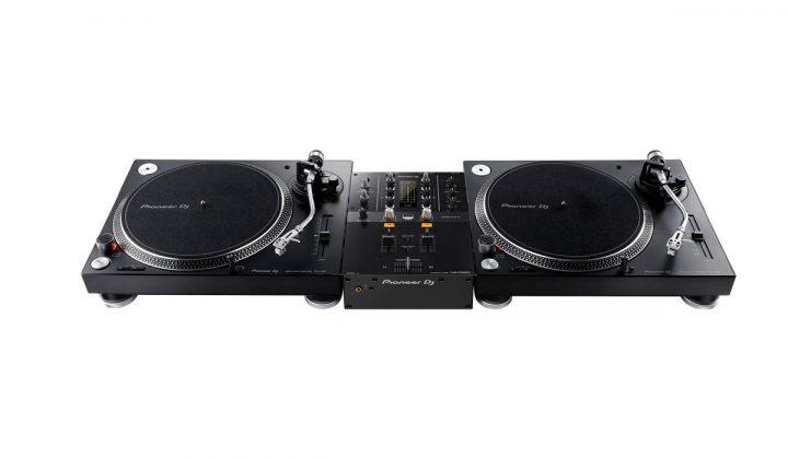 Pioneer DJ DJM-250MK2 with PLX-500