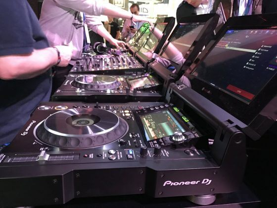 TOUR1 from Pioneer DJ