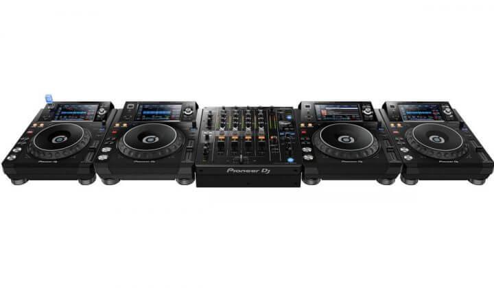 Pioneer DJ DJM-750MK2 using 4 XDJ-1000MK2's.