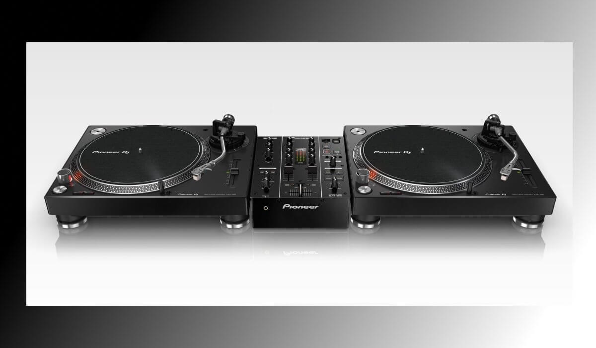 Basic DJ setup: two turntables and a mixer