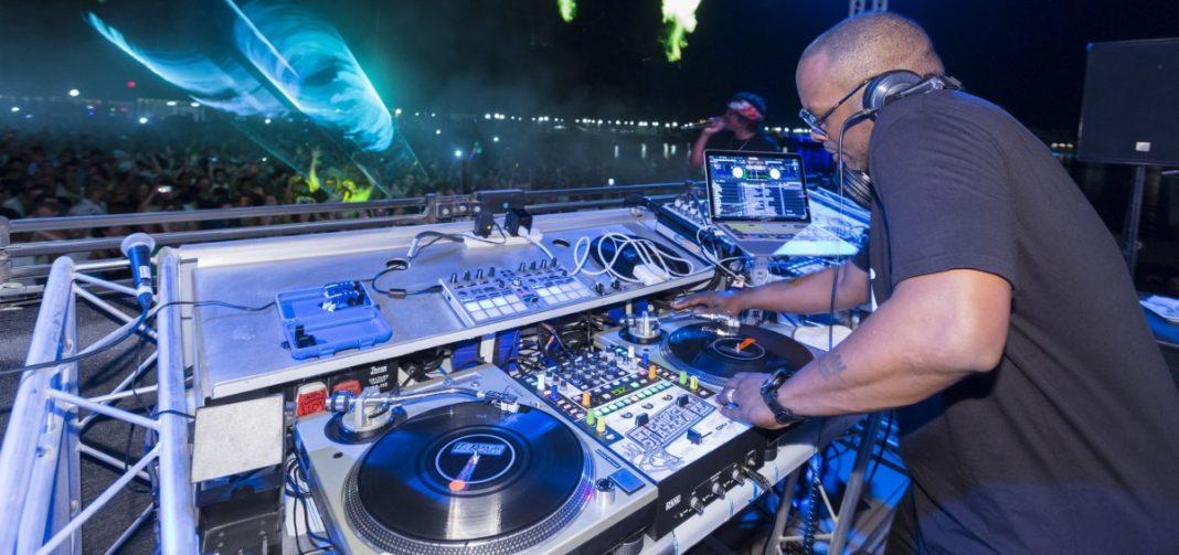 DJ Jazzy Jeff rocking it