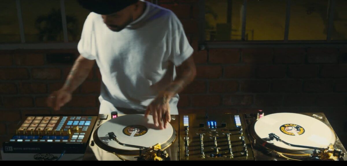 Dj Craze On Technics 1200 Gold Turntables