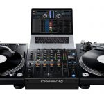 Pioneer DJ DJM-750MK2 using two PLX-1000 and DVS.