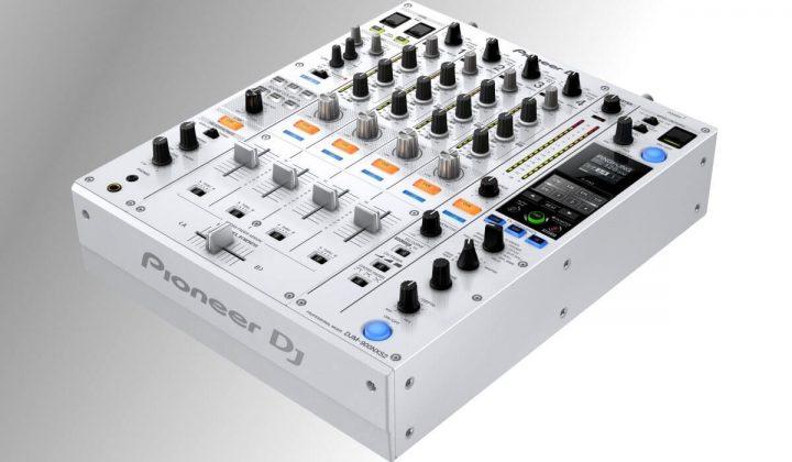 Pioneer DJ CDJ-900 NXS2 side