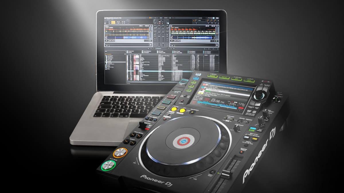 Pioneer DJ CDJ-2000NXS2 with Traktor Pro 2
