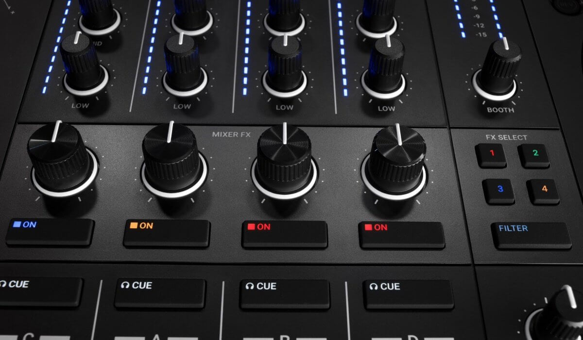 Native Instruments Traktor Kontrol S4 MK3 mixer effects