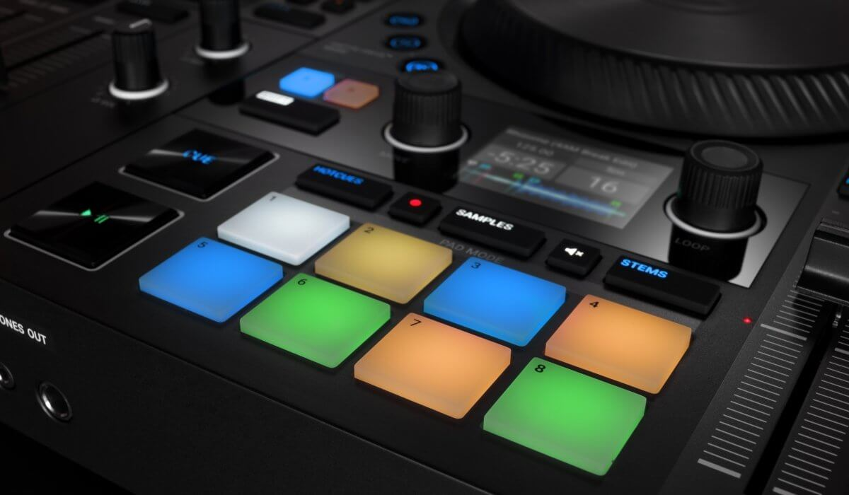 Native Instruments Traktor Kontrol S4 MK3 performance pads
