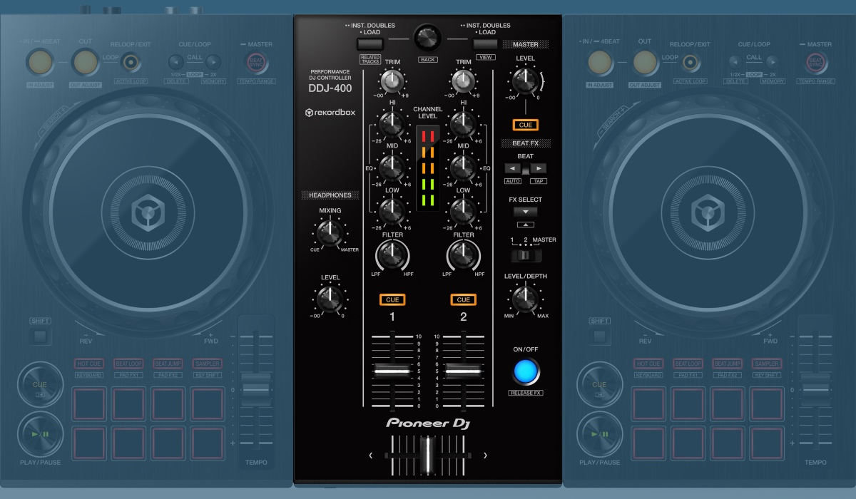 Pioneer DJ DDJ-400: the mixer section.